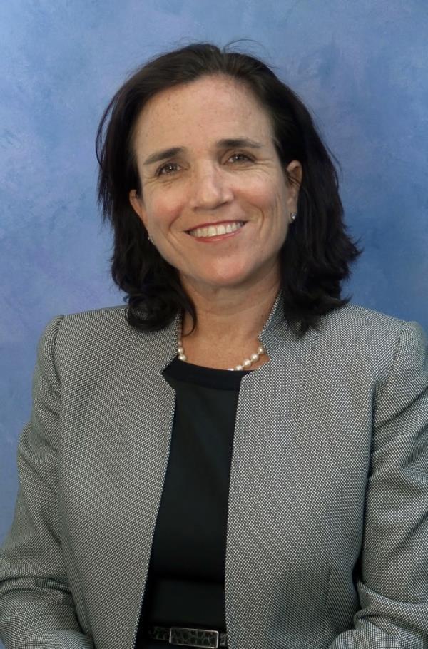 Raquel Elejabarrieta Headshot